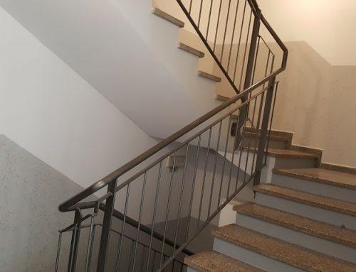 Barvanje stopnišča v 5-nadstropnem bloku